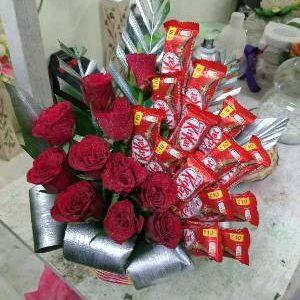Roses – Kitkat Basket